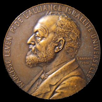 נרסיס לוואן על מדליה לציון 50 שנה לאליאנס (1910)